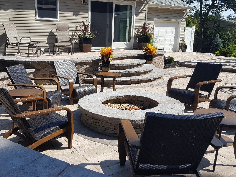 Paver patio with firepit