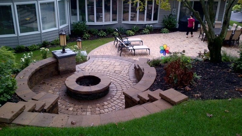 Fire pit patio with light pillar