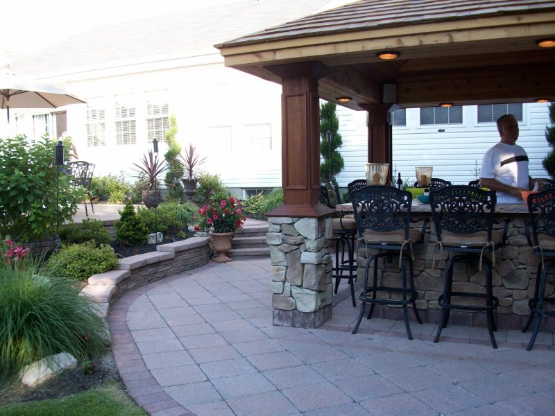 outdoor bar with cultured stone on patio