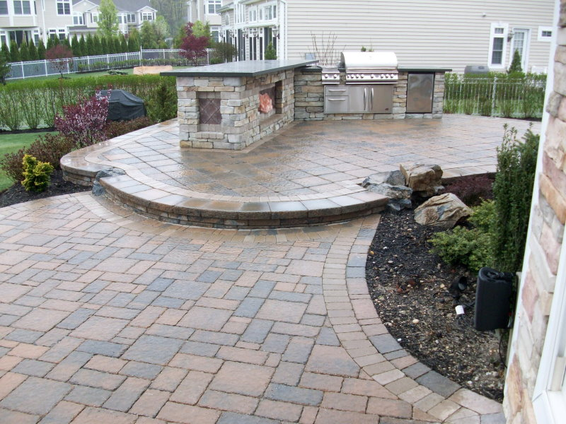 Outdoor kitchen with bluestone top